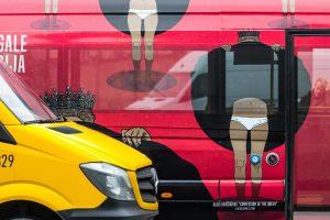Po Kauną zuja autobusiukai su karalienės apatiniais