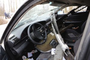 Kėdainiuose vairuotoja taranavo sunkvežimį, sužalota mažametė
