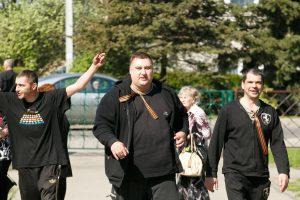 """""""Kauno dienos"""" fotografą užsipuolę """"didvyriai"""" Pergalės dieną užbaigė areštinėje"""