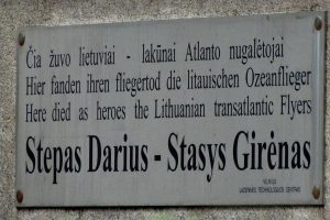 Legendiniams lakūnams lenkėsi ir lietuviai, ir lenkai