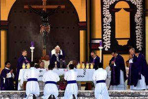 Popiežius Pranciškus tiesia ranką Meksikos indėnams