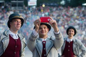 Lietuvos jaunimui telefonas – ištikimas palydovas ir naktį