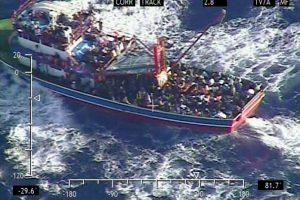 Kipras siunčia gelbėtojus į jūroje įstrigusį laivą, kuriame – apie 300 žmonių