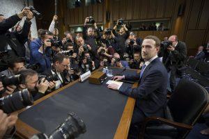 """M. Zuckerbergas: """"Facebook"""" dalyvauja ginklavimosi varžybose su Rusija"""