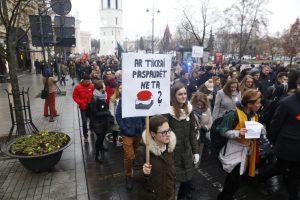 Protestuojantys medikai Katedros aikštėje mokė gaivinti pacientus