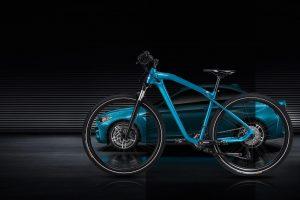 Naujieji BMW dviračiai pažymės sportinio automobilio debiutą