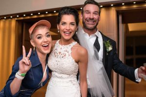 K. Perry netikėtai išdygo vienos amerikiečių poros vestuvėse