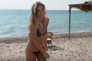 Izraelyje iš dalies uždraustos B. Refaeli maudymosi kostiumėlių reklamos