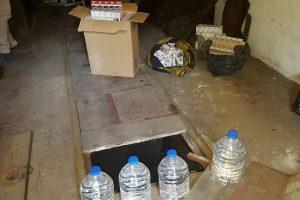Kauniečio garaže rado kalną kontrabandinių rūkalų ir spirito