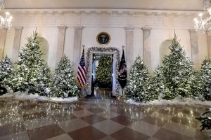 M. Trump pasirinko tradicines kalėdines puošmenas