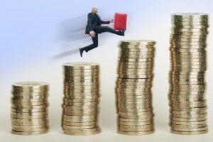 Valstybės institucijų darbo užmokesčio fondas pernai augo 78,7 mln. eurų