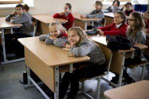 Kodėl mokyklose gausu pergrūstų klasių?