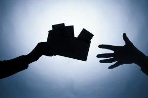Vartotojai verslą laiko nesąžiningu, tačiau už vokelius nebaudžia