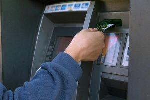 Klaipėdietis pamiršo bankomate litus