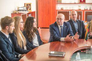 Kauno studentų darbą žydų kapinėse prilygino žygdarbiui
