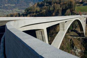 Šveicarijoje atidarytas aukščiausias Europoje arkinis tiltas