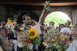 Muziejų užliejo žolynais nešini lankytojai