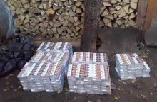 Kauniečiai kontrabandines cigaretes slėpė lauko tualete