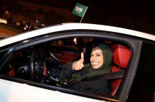 Draudimo era baigėsi: Saudo Arabijoje moterims oficialiai leidžiama vairuoti