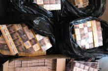 Pareigūnai Jonavoje aptiko beveik 3 tūkst. pakelių kontrabandinių cigarečių