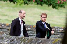 Ir vėl bus vestuvės? Princas Harry į puotą atsivedė savo merginą