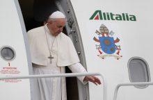 """Kelionė """"Ganytoju"""": kaip atrodo popiežiaus skrydžiai į užsienį?"""