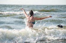 Atsipalaidavę poilsiautojai nepaiso įspėjimų dėl maudymosi