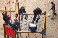Žiaurus poelgis: paauglys kitam vaikui tvojo per galvą stiklo buteliu