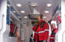 Namo kieme rastas sužalotas vyras mirė pakeliui į ligoninę