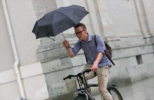 Vasaros pradžia atsineš vėsesnius orus ir lietų