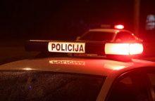 Policininkas tarnybiniu automobiliu perėjoje kliudė merginą