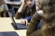 Kodėl mokyklose šalia vadovėlio turi atsirasti ir kompiuterinis žaidimas?