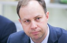 Sveikatos apsaugos ministras linkęs drausti, o ne šviesti