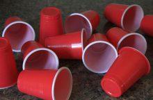 Pramonininkai plastikinių daiktų draudimu nesižavi