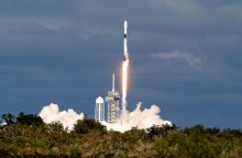 """""""SpaceX"""" vienu kartu į orbitą iškėlė rekordiškai daug palydovų"""