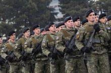 Kosovui nusprendus kurti armiją, Serbija laikysis taikos kelio