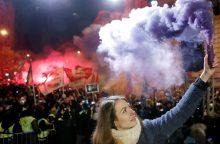 Vengrijoje protestuojančius parlamentarus išmetė iš valstybės transliuotojo būstinės