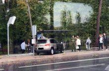 Klaipėdoje vairuotoja taranavo autobusų stotelę