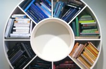 Į knygų lentynas įsisuka madų vėjai