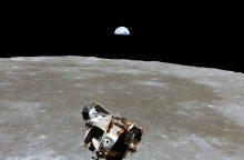D. Trumpas nori JAV dominavimo kosmose, Mėnulyje ir Marse