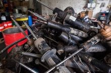 Paaiškino, ar automobilių amortizatoriai yra pavojingos atliekos