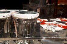 Prekyboje nebeliks į puodelius išpilstyto alkoholio