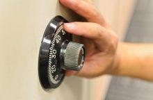 Ilgapirščiai darbavosi Kybartuose: pavogtas seifas su medaliais ir žiedais