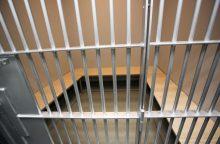 Areštinėje atsidūrė prieš žmoną smurtavęs kariuomenės žvalgybininkas