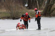 Žmonės ir toliau bando likimą ant ledo: trečiadienį išgelbėti dar du