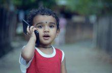 Išmanusis vaiko kuprinėje: kaip jį apsaugoti?