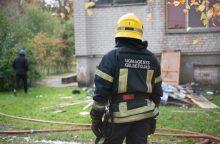 Tragedija Mažeikių rajone: sugriuvus namui prispaustas jį ardęs žmogus
