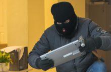 Vilkaviškio rajone siautė vagys: iš namo pavogė daiktus, automobilį