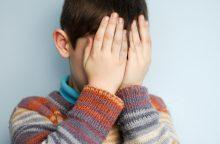 Nuo girtų tėvų berniukas slėpėsi sandėliuke