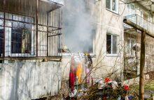 Kaimynai apie Kaune užsiliepsnojusį butą: to buvo galima tikėtis